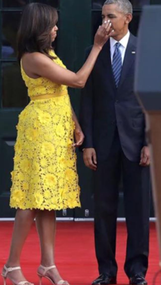 PURE LOVE #President Of The United States  #BarackObama First Lady Of The United States #MichelleObama welcomed the #Singapore #PrimeMinister Lee Hsien Loong and his wife Ho Ching to the White House today August 2, 2016 #12ThStateDinner