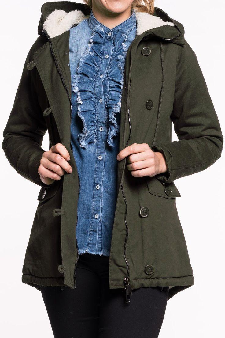 Nexlon Jacke von KOCCA   kuschlig warme Jacke, perfekt für die kalten Tage   Verschluss durch Rißverschlus uind Knöpfe   Kaputze innen mit Fell und Zugband  kleine Innentasche   höhe Taille Zugband von innen