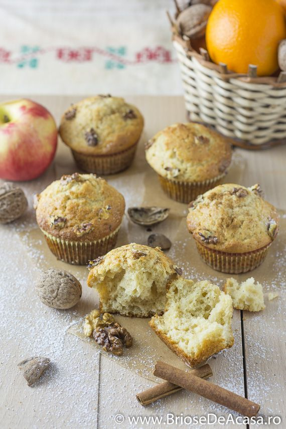 #Cinnamon #muffins with walnuts, brown sugar and vanilla: http://www.briosedeacasa.ro/briose-mos-ajun-nuci-scortisoara/ / In Romana: Briose cu nuci si scortisoara pentru colindatori