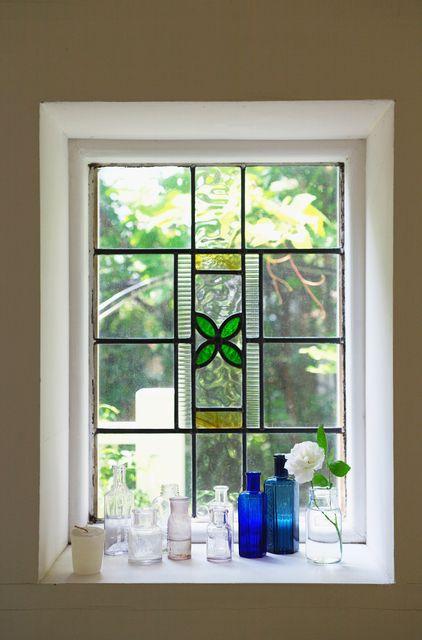 ステンドグラスの窓・ドアのメリット・デメリットと実例 | リフォーム費用・価格・料金の無料一括見積もり【リショップナビ】