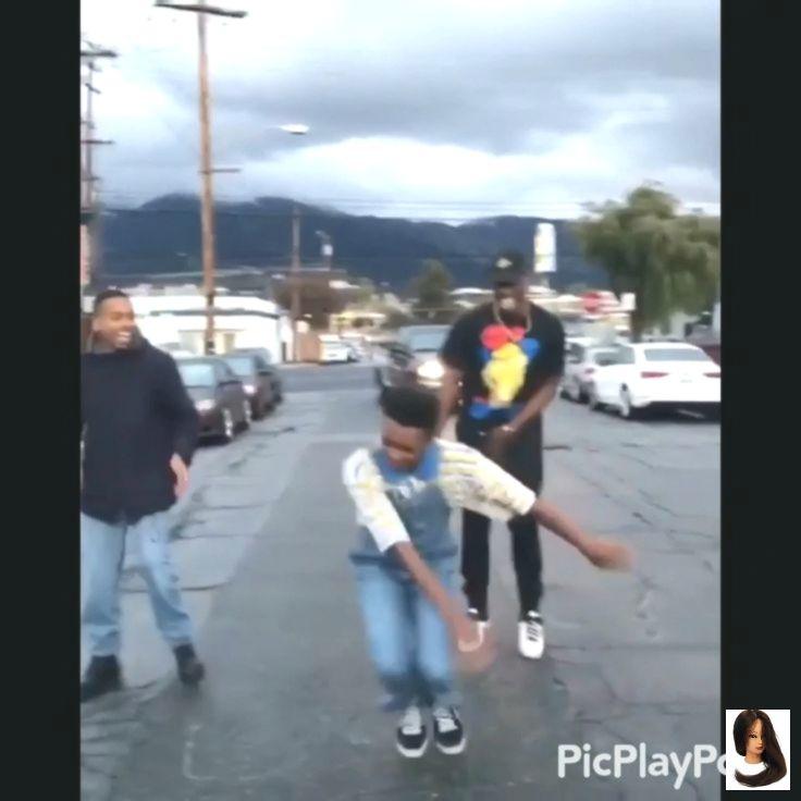 Warum trägt er Lieferwagen und tanzt, um sich zu unterhalten