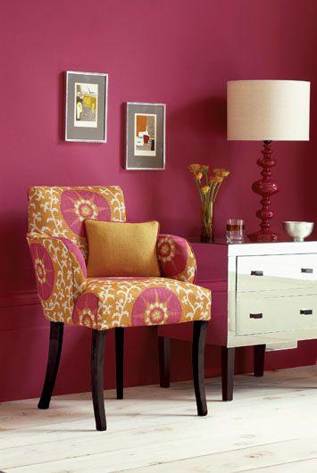 Krzesło obite  jest tkaniną firmy DECODORE.