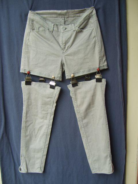 Shorts van spijkerbroek? Maak een hippe afritsbroek met lieve jarretelhaakjes of stoere tuinbroekhaken.  DIY: shorts met jarretels nodig: passende jeans 4 jarretelhaken (tweedehands bij een …