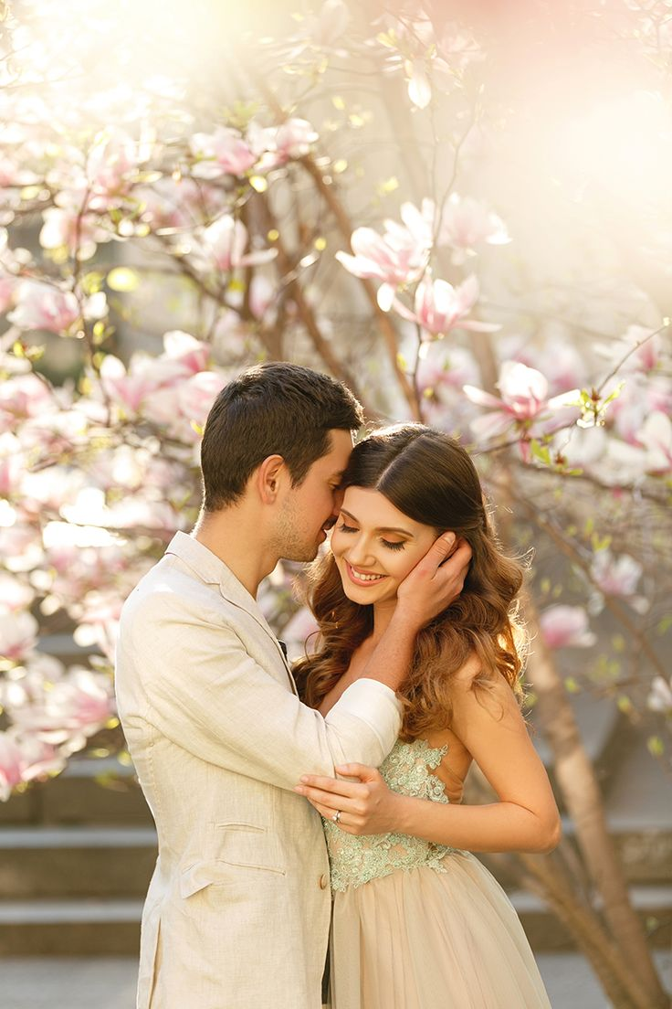 A really dreamy fairytale in a tulle dress and under a blooming magnolia awaites you today on my blog: http://larisacostea.com/2017/04/magnolia-fairytale/