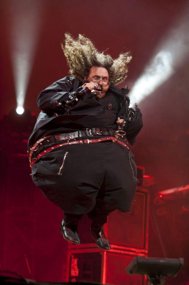 Weird Al is so weird but so Awesome! Weird Al playing Fat live