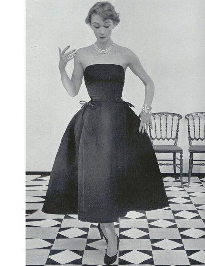 'Sonnet' dress, Christian Dior autumn winter 1952 Haute Couture collection #bw #BlackandWhite