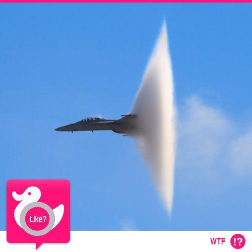 COME TI ROMPO LA BARRIERA DEL SUONO  Ecco la testimonianza di Steve Skinner, fotografo professionista che ha immortalato un F18 in volo nei cieli di San Diego. Noi vi proponiamo uno scatto, ma vi consigliamo comunque la visione completa dall'azione   http://www.repubblica.it/tecnologia/2011/01/27/foto/jet_muro_del_suono-11730835/1/