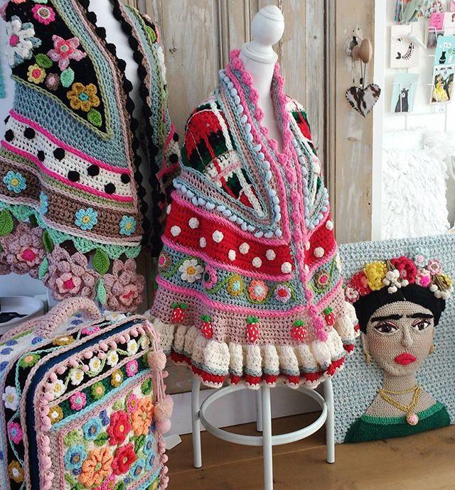 Heerlijk, het zonnetje schijnt alweer naar binnen. En ik ga weer aan het (haak)werk...#almostspring #crochetlove #crochetdesign #happycollors #happyday #instacrochet #adindasworld #uncinetto