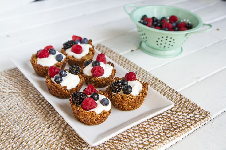 Gluten Free Fruit and Yogurt Granola Cups | Great 4th of July Appetizer!: Glutenfree Foods, Desserts Pastries Sweets, Yogurt, Gluten Free Foods, Gluten Dairy Egg Free, Glutenfree Gfree, Gluten Free Breads, Bite Size Breakfast, Breakfast Brunch Anytime