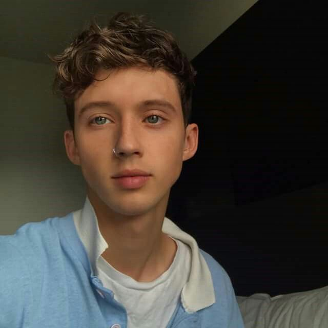 Happy Birthday to this cutie! Much love for you Troye Sivan Mellet!