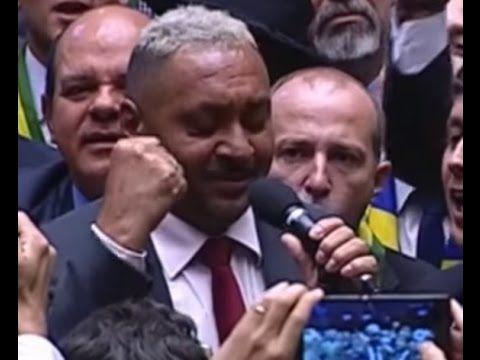 """Tiririca: """"Senhor presidente, pelo país, meu voto é Sim!"""""""