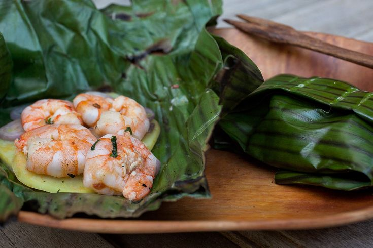 Barbecue Shrimp Grilled in Banana Leaves