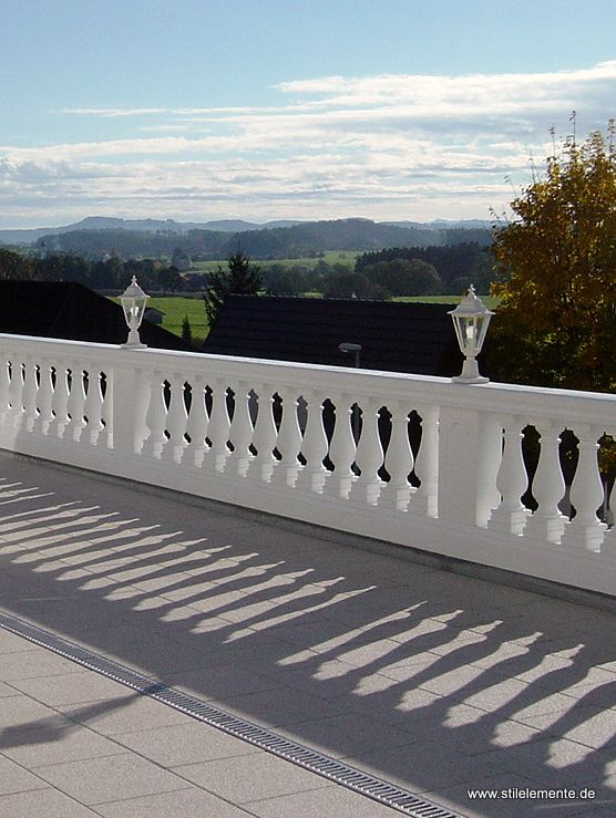 34 best images about balustrade on pinterest craftsman for Concrete patio railing