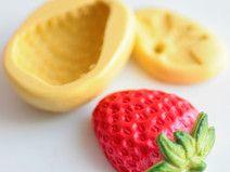 Moule silicone Fraise réaliste 3cm pour Fimo x 2 pour vos créations en pâte Fimo. A retrouver dans la boutique Clay Everyday, notre coup de coeur du moment ! Yummi ! Sur DaWanda.com