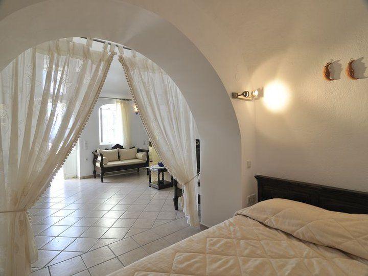 A spacious traditional Villa, at Anemomilos Private Villas, in #Oia_Village.
