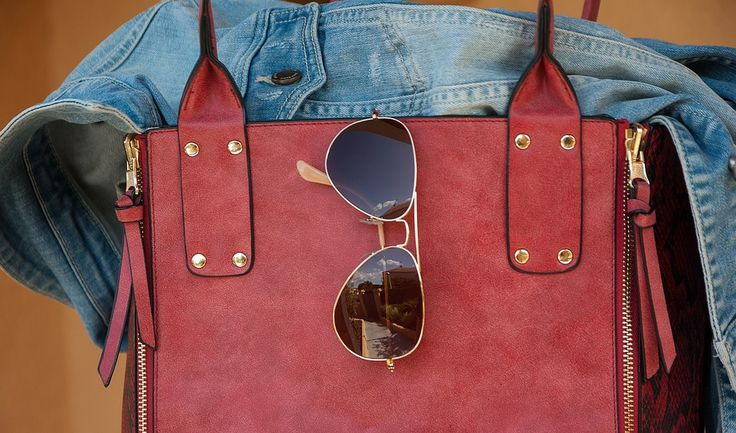 Essential stuffs we need to carry for a weekend travel! #bag #jacket #sunglasses