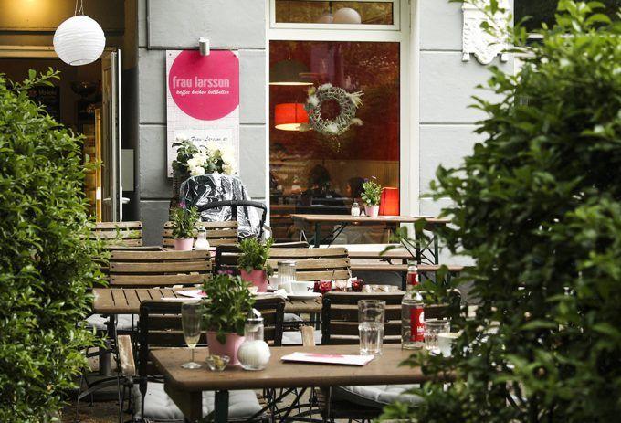 Sommer, Sommer, Sommer! Dann starten wir den Samstag doch mit einem deftig-süßen Frühstück bei Frau Larsson in Winterhude, oder?