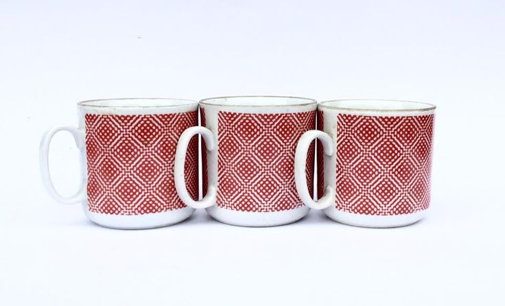 Signed cups with print: Cmielow. #sold #porcelain #cups #poland #cmielow #kitchen #decor #fleamarket #fleamarketfinds #retro #vintage #vintagestore #vintagestuff #vintagedecor #vintagedesign #antiquities #antiques #oldstuff #antiqueshop #oldshop #starysklep #oldshopstarysklep #krakow #kraków #cracow