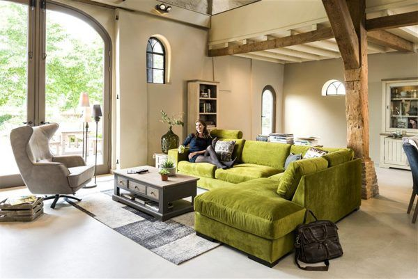 Een warm nest. Zachte materialen en natuurlijke kleuren geven je woning rust en sereniteit. #landelijk #wonen #interior #stoer en #chique