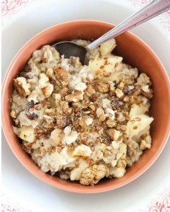 Heerlijk ontbijt dat smaakt naar appeltaart. Lactosevrij, tarwevrij en naar gelang ook glutenvrij. Het recept vult, is snel klaar en geeft veel energie.