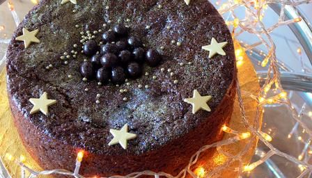 A dark, moist and squidgy Christmas cake filled with prunes, raisins, currants, chocolate and more, courtesy of Nigella Lawson. Mmmm!