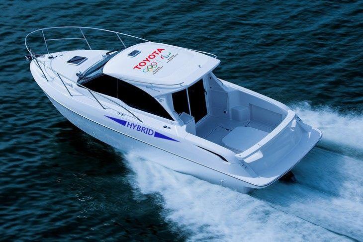 Toyota se lance dans le bateau à moteur hybride