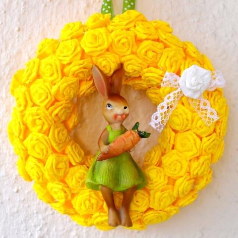 Húsvéti sárga ajtódísz nyuszilánnyal, Dekoráció, Otthon, lakberendezés, Dísz, Húsvéti mindenféle, #meska #easter #wreath