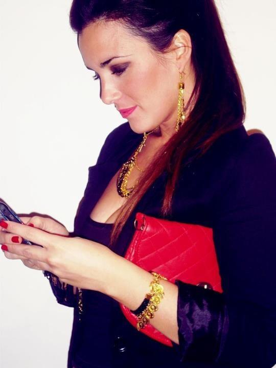 negro + dorado + rojo  #necklace #collars #fashion #accessories #jewelry #mode #look #fashionaccessories #luxjewelry #bracelets #black #gold #style #earrings