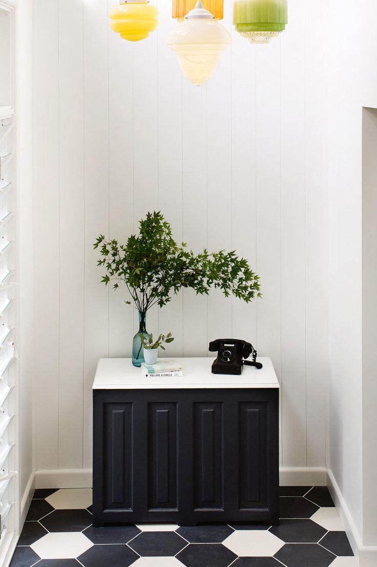 entryway-telephone-vase-june15