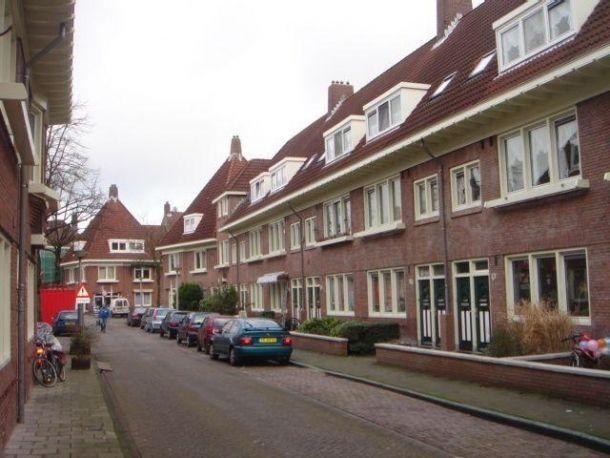 Voor 216 woningen in de Amsterdamse Latherusbuurt hebben wij de waterleidingen, de gasleidingen, de rioleringen en het sanitair vervangen!