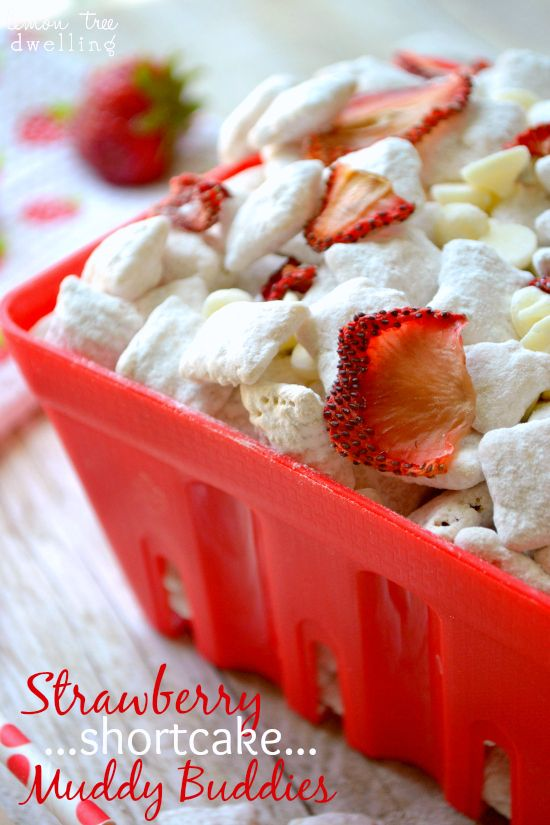 Strawberry Shortcake Muddy Buddies - the sweetness of strawberry shortcake with the crunch of muddy buddies - the perfect summer treat!!