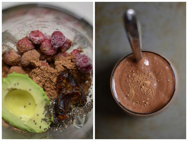 малиново-какао-диптих-ATB ИНГРЕДИЕНТЫ 1 чашка замороженной малины  ½ авокадо, косточек  ½ большой очень спелый банан, нарезанный и замороженных  3 TBL порошок натуральный какао или сырые какао  щепотка большой (около ½ чайной ложки) морской соли  1 ½ стакана молока выбора (я использую коричневый рис молока)  1 TBL Семена чиа, дополнительные  2-3 мягких даты Medjool (можно заменить 2-3 ч.л. меда)