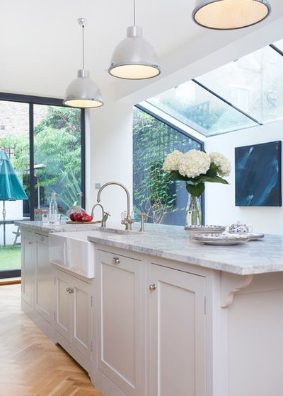 Traditional butler sink in island | Side return extension | Kitchen by Charlie Kingham | London