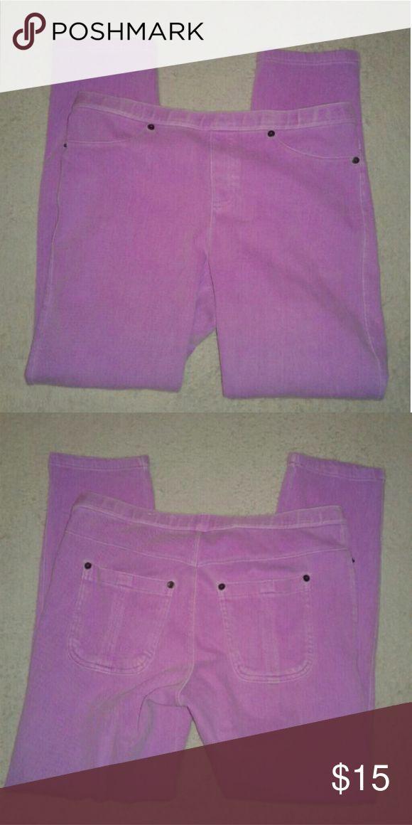 Hue Women's Jeggings M Hue Women's Jeggings... Size Medium, color is purple... HUE Jeans Skinny