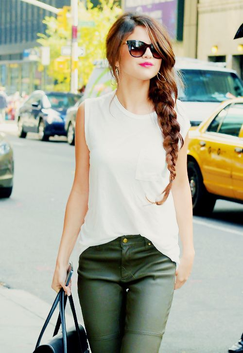 Selena Gomez- obsessing over these Rachel Zoe pants!