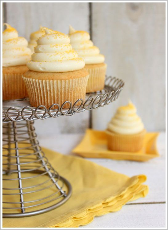 Honey Cupcakes with Honey Cream Cheese Frosting http://www.thecakeblog.com/category/cupcakes/page/4