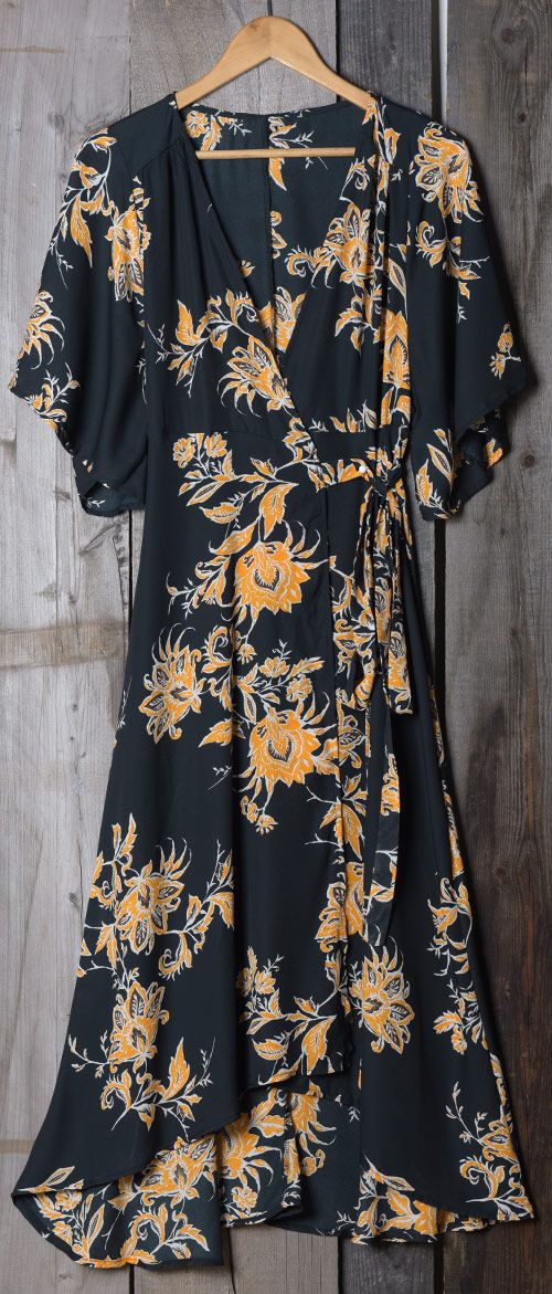 We are so in love with this 90s printing look. This dress is crafted from plunging neckline and high-low hem. The whole loose fit means it will float elegantly as you move.