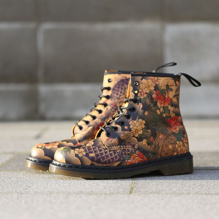 These boots definitely make us feel like getting a tattoo! New Dr Martens Tattoo print 8 Eye's. http://www.shoeconnection.co.nz/products/DMWHRA5L1BX