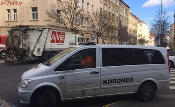 Popeláři srazili v Kubelíkově ulici seniorku: Ta na následky zranění zemřela