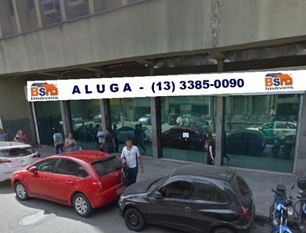 Loja no Centro de Santos com grande fluxo de transeuntes, ótima para instalação de DROGARIA. Local próximo da Alfandega, Fazenda Estadual, Estação das Barcas para Vicente de Carvalho.(13) 3385-0090