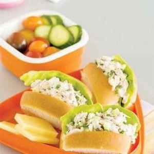 De petits pains au thon, un repas santé pour les enfants. Parfait pour la boîte à lunch. Plusieurs variantes sont possibles : crabe, poulet, dinde, etc.