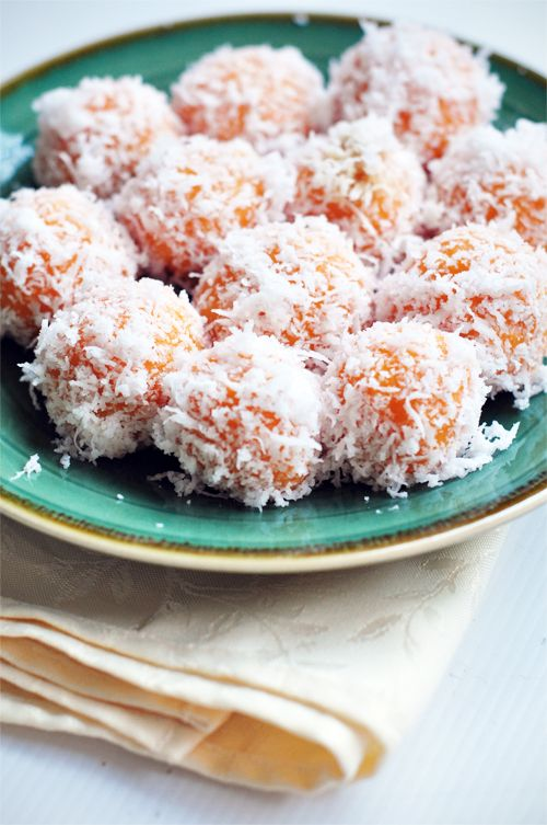 Ondeh-Ondeh (Sweet Potato-Coconut Balls) Sub coconut flour and I think this will work well.