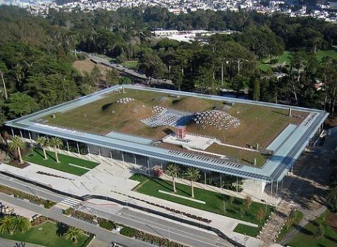 la casa sostenible edificio bioclimtico realizado con materiales reciclados y con cubierta vegetal