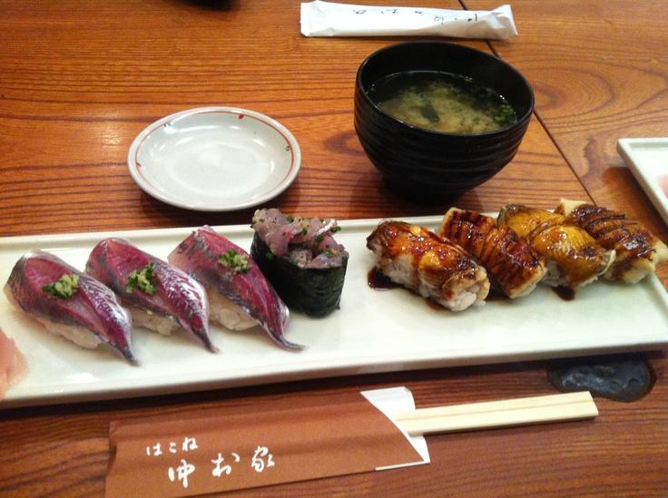 箱根湯本の中村屋。相模湾の地物ネタでお寿司。鯵と穴子のにぎり。