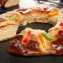 Rosco de Reyes de Bruno Oteiza -   masas.  BRUNO OTEIZA.-  bOLLO DULCE CON MASA BROCHE. AROMA DE AZAHAR SE PREPARA PARA EL DIA DE REYES.-  http://www.hogarmania.com/cocina/recetas/postres/201501/rosco-reyes-bruno-oteiza-27483.html
