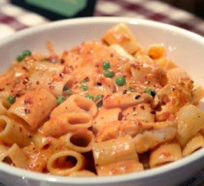 Spicy Chicken Rigatoni 1/4 cup oil 1/2 T crushed red pepper 1/8 t salt 1/8 t ground black pepper 1 T chopped garlic 6 oz chicken, sliced 3/4 cup. Marinara sauce*** 1/2 cup Alfredo sauce*** 2 tsp butter 1/4 cup peas 1 lb Rigatoni pasta, cooked according to package  additional 1/2 t crushed red pepper Heat oil, crushed red pepper, salt, black pepper, garlic and sauté garlic to caramelize. Add sliced chicken and sauté briefly to coat in spices and garlic...