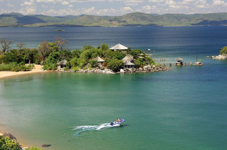 Belle vue sur le lac Malawi, Malawi #view #amazing  http://www.terresdecharme.com/voyages/circuit-malawi-safari-et-balneaire-afrique-voyage-sur-mesure/#