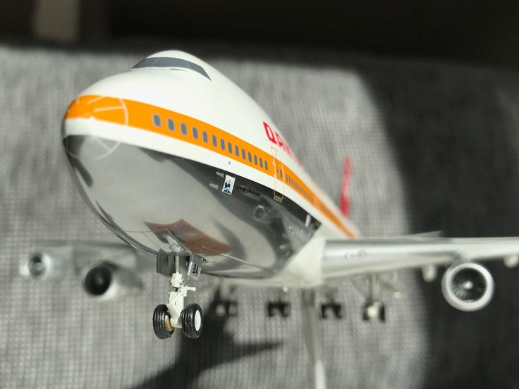 Qantas 747-100 diecast model inflight200 scale 1/200