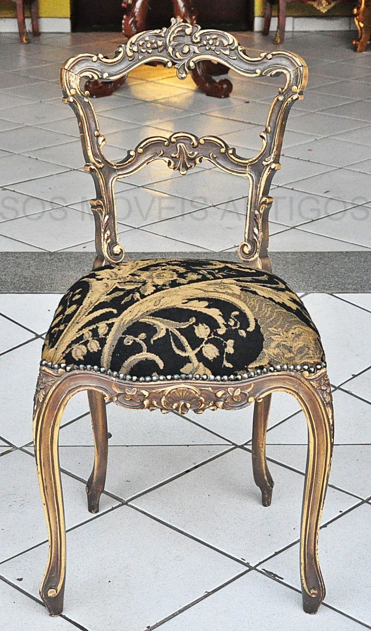 Cadeira Luís XV Altura: 0.88 Largura: 0.48 Profundidade: 0.48