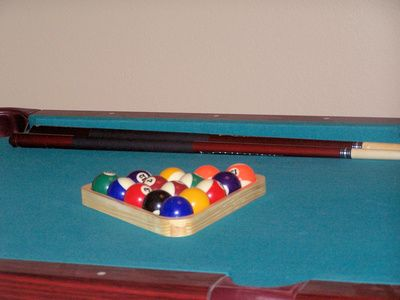 How to Melt Beeswax for a Pool Table